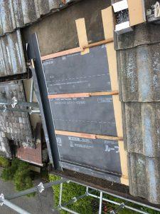 名張市 屋根瓦雨漏り工事 横桟を打つ