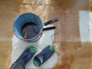 奈良県橿原市N様 雨漏り修理 ベランダFRP防水のプライマーとガラス基材