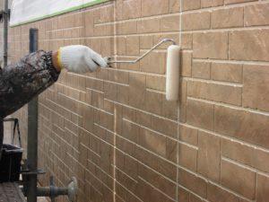 奈良県橿原市 サイディング壁にフッ素樹脂塗料を上塗り1