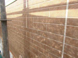 奈良県橿原市 サイディング壁にフッ素樹脂塗料を塗る3