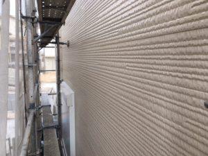 奈良県橿原市 サイディング壁にフッ素樹脂塗料を塗る4