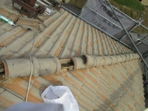 奈良県橿原市 雨漏り修理でモニエル瓦の屋根漆喰塗り替え