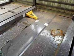 【鉄部塗装・その他塗装・塗り替え】奈良県橿原市Y様邸 機械式車庫のレールの修理と塗り替え工事の詳細です。