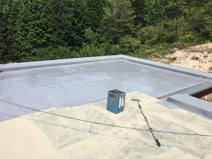 橿原市 屋根にウレタン防水塗る1