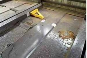 【鉄部塗装・その他塗装・塗り替え】奈良県橿原市Y様邸 機械式車庫のレールの修理と塗り替え工事