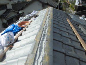 奈良県吉野郡K様 屋根修理 棟瓦にモルタル詰める1