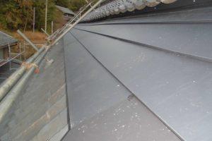 名張市 雨漏り修理に保証15年ガルバリウム鋼板屋根使用