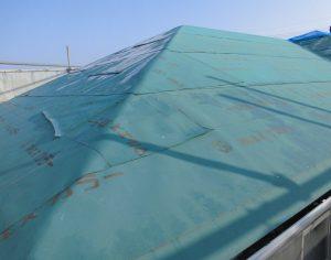 三重県名張市 屋根工事の防水シート張る4