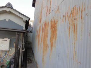 奈良県桜井市 トタン壁の錆び1