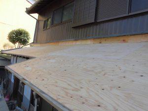 奈良県桜井市 屋根瓦の下地材を張る2