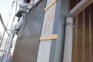 奈良県桜井市 外壁カバー工法で高級化粧プリント鋼板張り