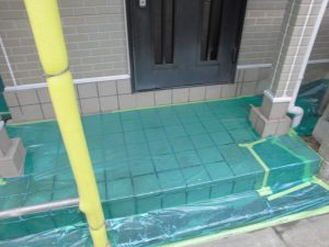 奈良県橿原市 屋根外壁塗装前の養生シート張る1