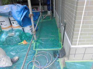 奈良県橿原市 屋根外壁塗装前の養生シート張る2