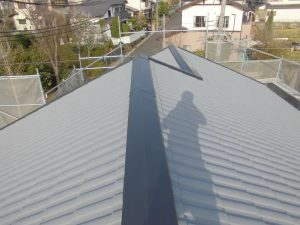 三重県名張市 屋根ガイナ塗装上塗り6