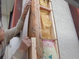 名張市 外壁下地材を入れる