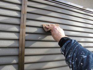 【外壁塗装,外壁塗り替え,外壁修理】奈良県北葛城郡広陵町U様邸  雨戸塗装に入ります。