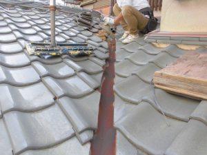 橿原市 カラー板金谷樋をステンレス製に交換で雨漏り修理