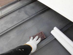 奈良県橿原市  板金屋根にさび止め塗装後に上塗り塗装