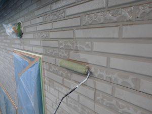 橿原市 窯業系サイディング壁に下塗り塗装と中塗り塗装