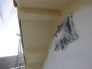 宇陀市 モルタル外壁に下塗り材の水性ソフトサーフを塗る3