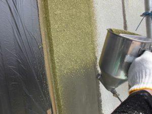 名張市 アイカのジョリパットのスタッコ柄を吹き付け塗装