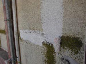 名張市 外壁に下塗り塗装2