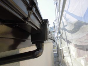 名張市 雨樋を塗装してシリコン塗料で外壁の塗装が完了