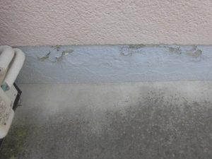 基礎の塗料が剥がれている