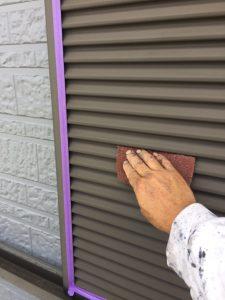 名張市 雨戸の塗り替えは下地調整と錆び止め塗装で長持ち