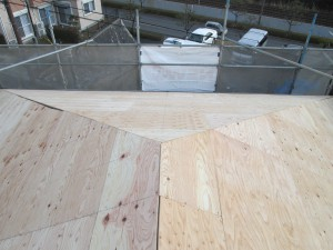 【屋根工事・屋根リフォーム・雨漏り修理】三重県津市T様邸 屋根葺き替え工事が開始しました。
