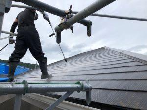 【三重県名張市】外壁塗装|屋根塗装前の高圧洗浄が丁寧だと長持ちする理由