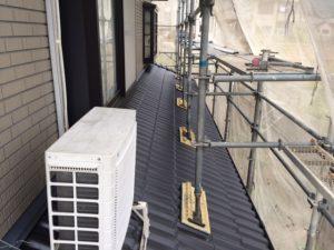 【屋根工事,屋根葺き替え,瓦工事】奈良県宇陀市T様邸 1階の屋根(下野)を葺いていきます。(三州野安のセラマウント)