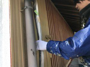 三重県名張市Y様 トタン壁にクリーンマイルドシリコンを塗る1