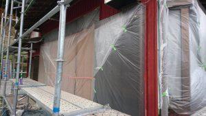 名張市 トタン壁に錆び止め塗装4