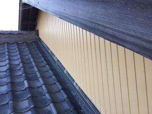 三重県名張市 トタン壁にクリーンマイルドシリコンの上塗り塗装2