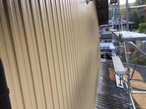 三重県名張市 トタン壁にクリーンマイルドシリコンの上塗り塗装5