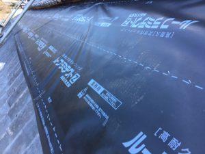名張市 ガルバリウム屋根下地材に高耐久防水シート張る