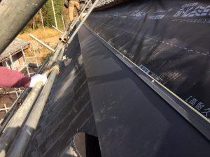 ガルバリウム鋼板 横段ルーフαSを張る1