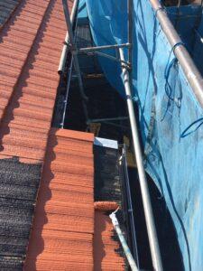 屋根塗り替え 2回目の中塗り2