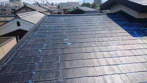奈良県橿原市 屋根下塗り塗装シーラー塗る3