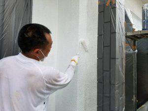 橿原市 外壁下塗り塗装2回目1
