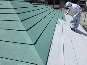 名張市 屋根にガイナ塗装4