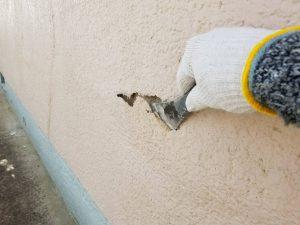 香芝市 膨らんだ外壁を落とす1