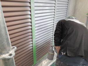 【奈良県大和高田市】外壁塗装|雨戸や庇の鉄部の塗装の前に錆止め塗装を入れて長持ちさせる